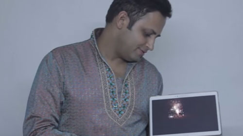 I PAD Magician RAHUL KHARBANDA wishing Happy DIWALI ... the DIGITAL way