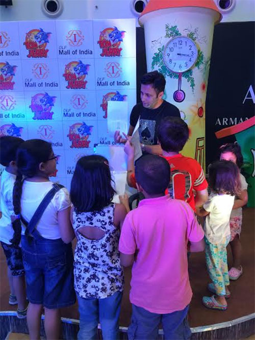 Kids learning CRAFT & MAGIC during Workshop at DLF MALL OF INDIA (Noida)
